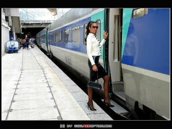 Une Femme Fatale En TGV Train RedOptics.com
