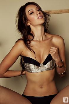 02-04 - Sophia Beretta Smoking Gun Nude