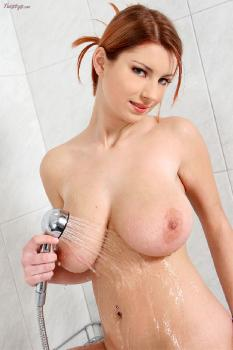 Katerina_Hartlova_2008_07_22_A_Shower_Head_And_A_Dildo_Is_Snow's_Happy_Hour
